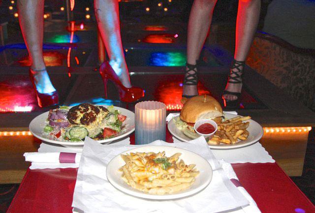 脱衣舞酒吧的美食与美色
